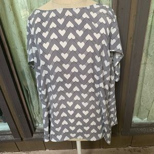 Torrid size 2X graphic print shirt with hearts.
